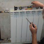 Установка биметаллических радиаторов: крепление своими руками